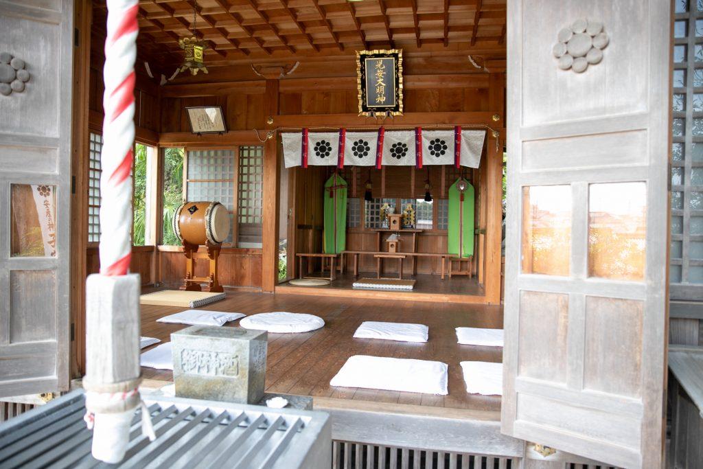 子安神社拝殿